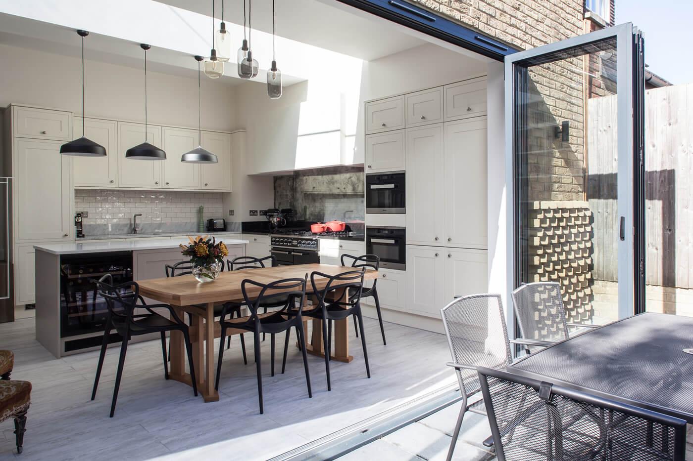 Cuisine Lumineuse Sans Fenetre comment une fenêtre de toit peut-elle baigner une cuisine de