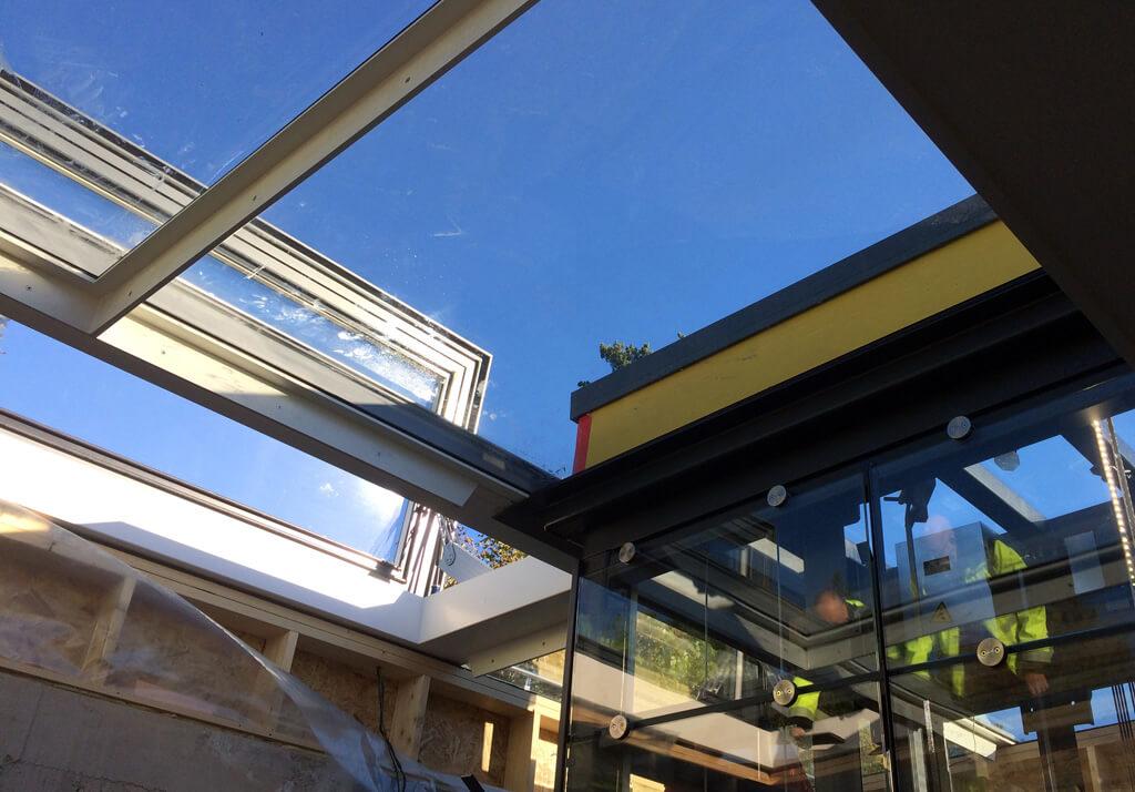 Un plafond en verre en vitres de sol