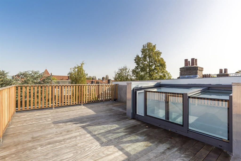 L'édicule coulissant sur une terrasse sur le toit sur la Middenweg à Amsterdam