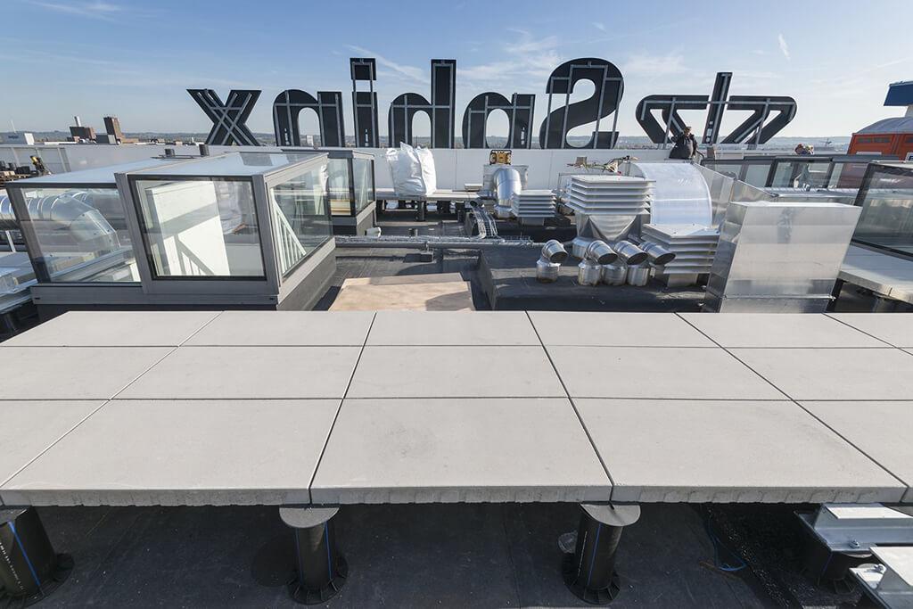 Accès à la terrasse sur le toit avec 'Freestanding Box'