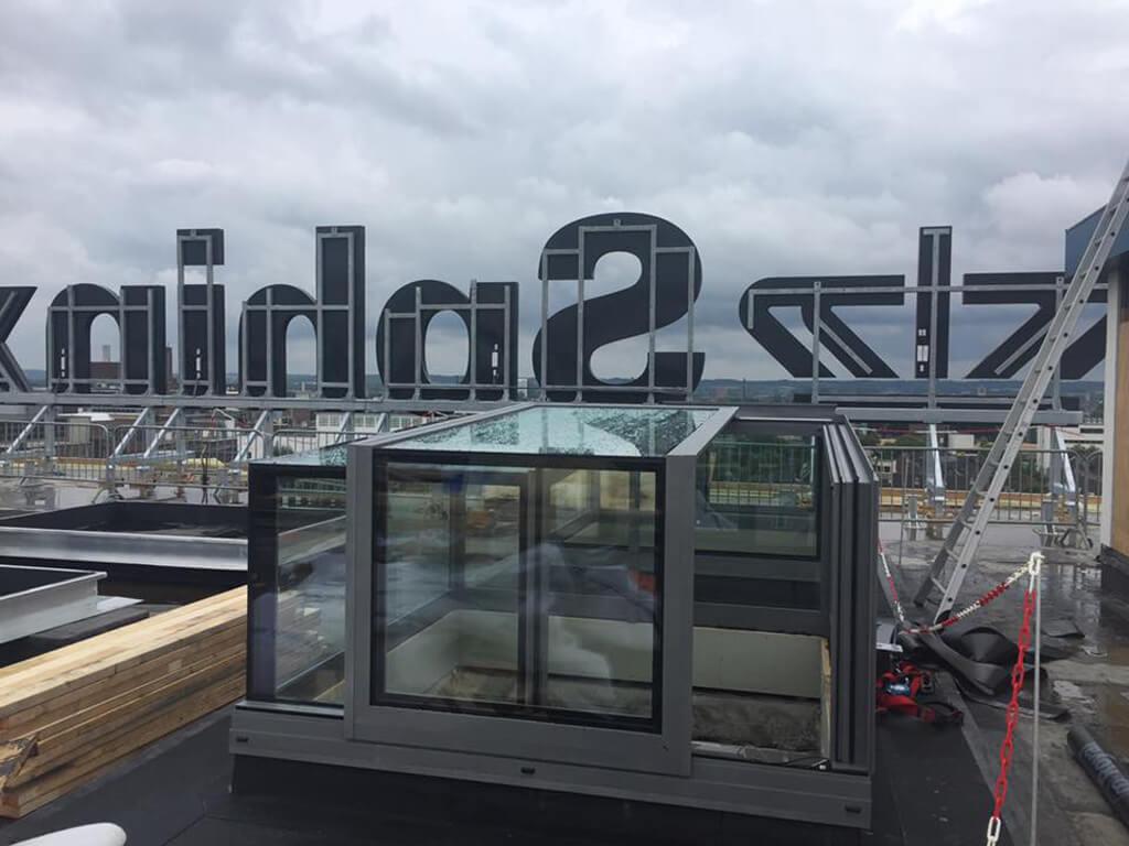 édicule coulissant en verre de 2200mm x 2190mm Eiffel building