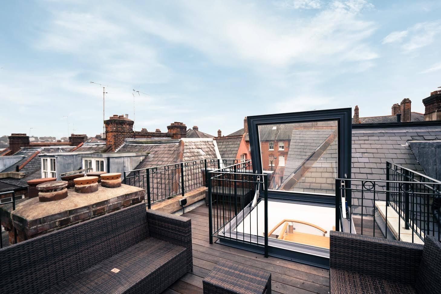 Fen tre de toit d acc s articul e glazing vision europe - Fenetre de toit terrasse ...